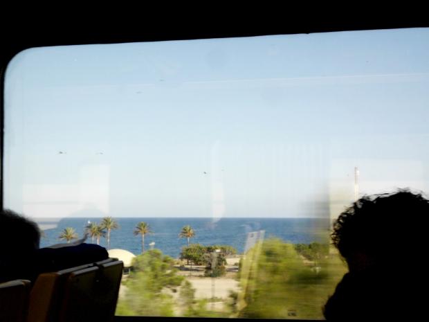 trenes con vistas al mar-heytypeme